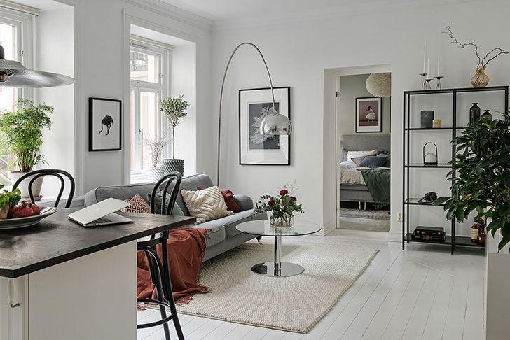 В проектировании небольших квартир зачастую первоочередная цель сводится к созданию функционального и вместительного пространства, красота же обычно отходит на второй план. В этой двухкомнатной квартире площадью всего 47 кв. м как раз хорошо все — и внешность, и начинка. Дизайнерам удалось добиться максимального удобства для хозяев, и при этом сделать это со вкусом! Приятный текстиль, …