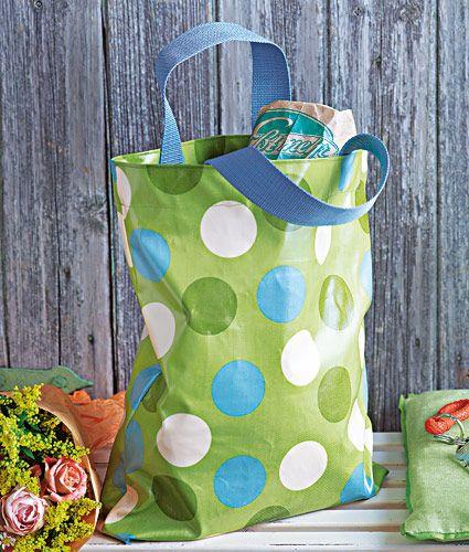 Wachstuch-Tasche selber nähen mit brigitte.de - aus selbst gestaltetem Wachstuch von www.Stoff-Schmie.de