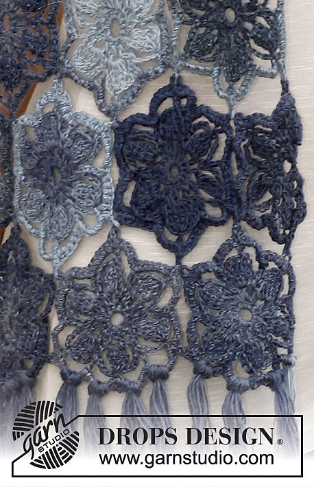 """Gehaakte DROPS sjaal met bloemen van """"Delight"""". ~ DROPS Design"""