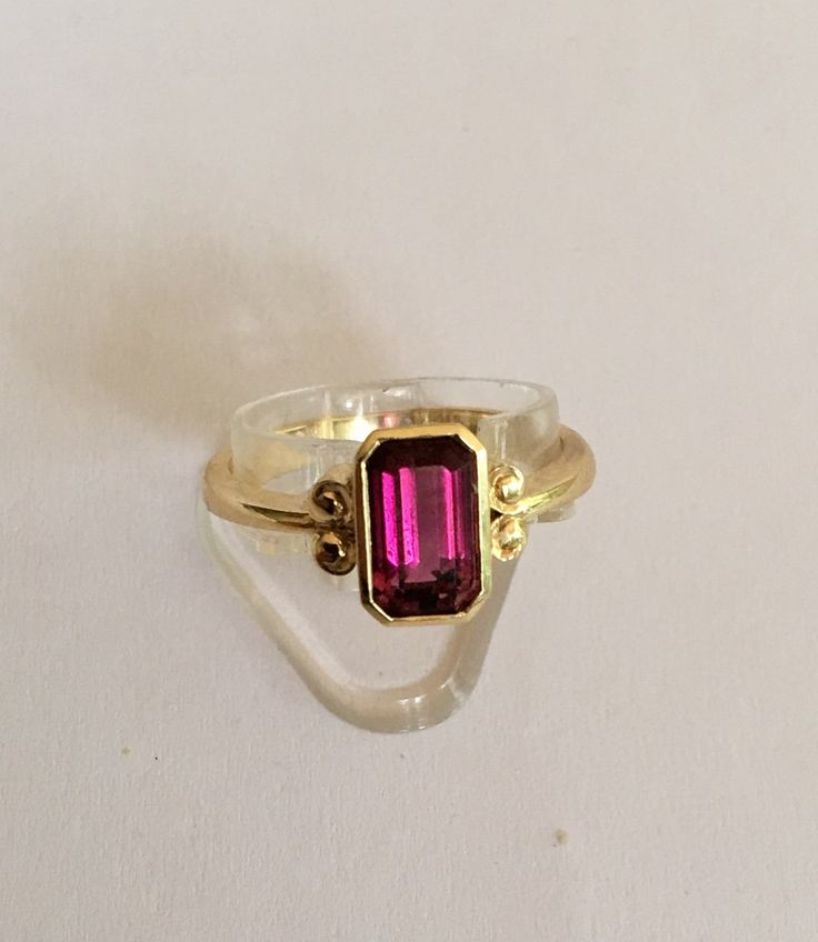 18 Ct Gold 1.3ct Ruby Solitaire by VintageJewelleryAtic on Etsy