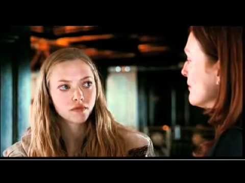 El beso de Julianne Moore y Amanda Seyfried en 'CHLOE' - http://hagsharlotsheroines.com/?p=6097