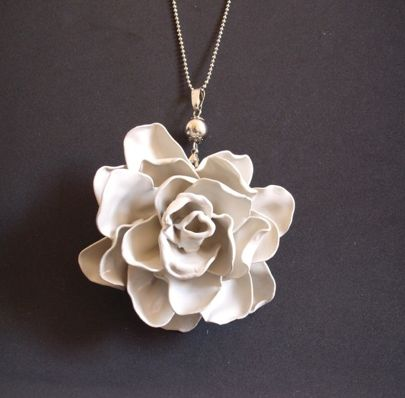 6 recycled rose projects, including roses from recycled plastic spoons @savedbyloves