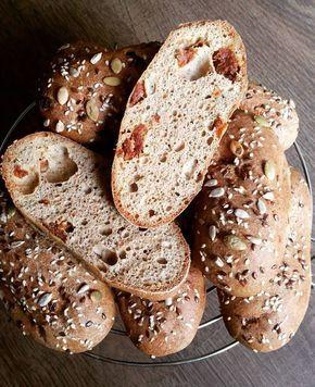 Gluténmentes, kelesztés nélküli szénhidrát-csökkentett paradicsomos-pizzás bagett recept     Könnyű, laza szerkezetű, lukacsos tésztájú kenyérhelyettesítő                                 Tészta hozzávalói (8 db-hoz, 465 grammhoz):    200 g Szafi Reformkenyér
