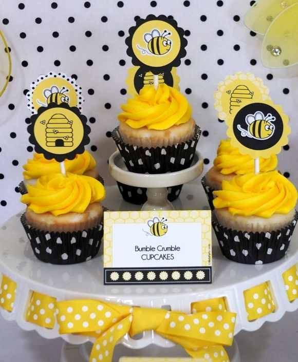 PARTY BLOG by BirdsParty Printables Parties DIYCrafts Recipes Ideas: Honey Bee Birthday Desserts Table