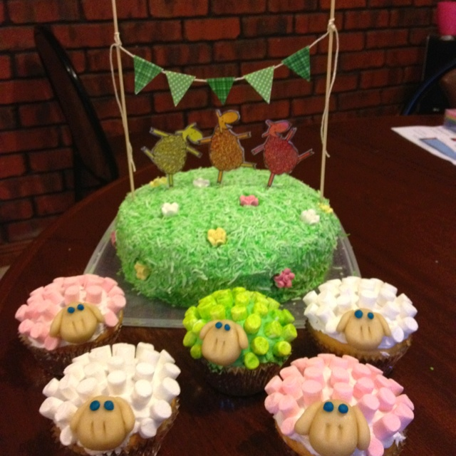 My version of 'Where is the green sheep' cake for my nephews 2nd birthday :)