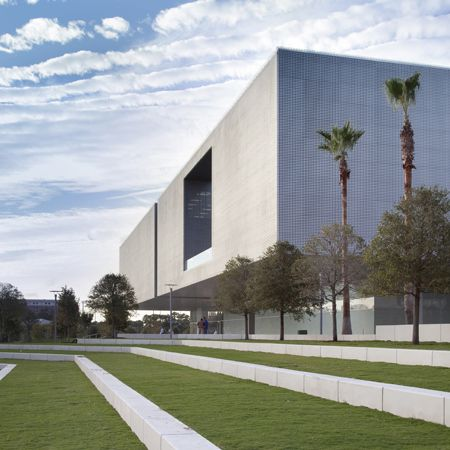 Tampa Museum of Art lines Curtis Hixon Park . This new museum provides the region with world class traveling exhibits, a growing collection of contemporary and classic art