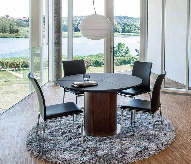 Runde esstische ausziehbar mit schwarz tischplatte und rohrfuß für moderne essgruppe design mit schwarz esszimmerstühle auf rund teppich ideen