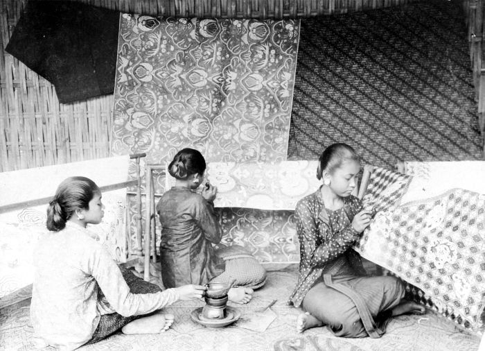 Batik painting in Java during colonial period. Observe many different varieties of patterns used.
