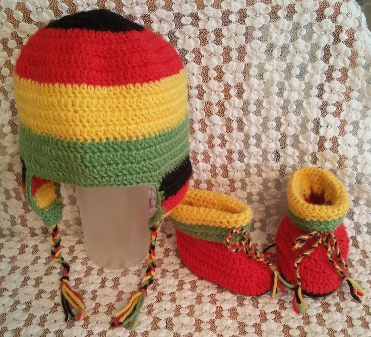 Cappello e scarpine per neonato 0-3 mesi realizzati in pura lana vergine. Lavorazione all'uncinetto. Crochet.