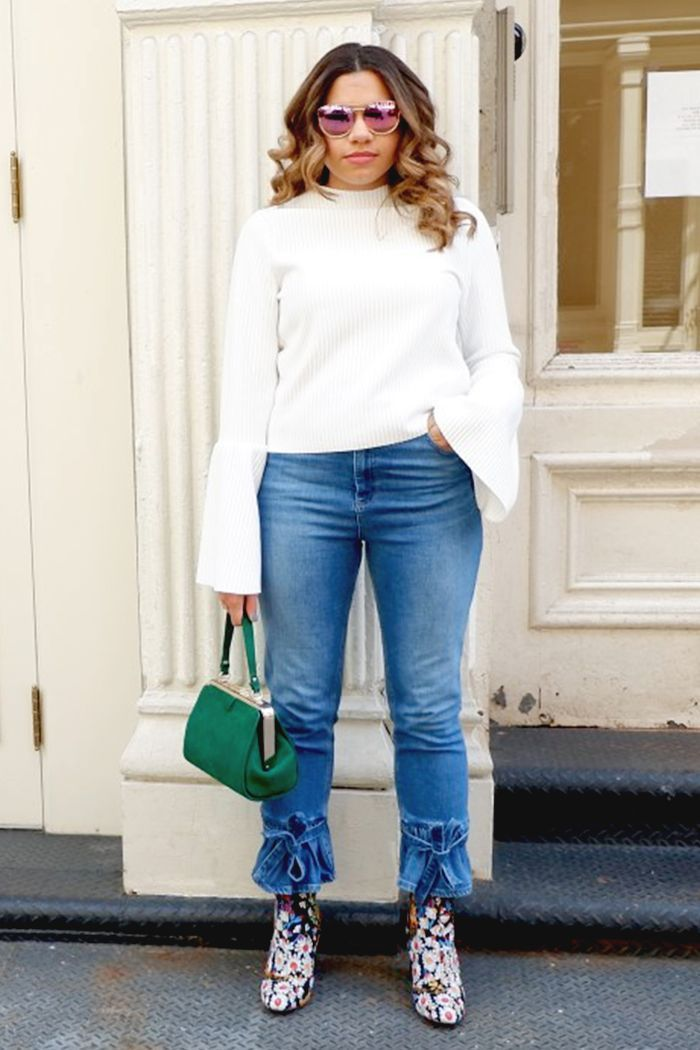9573bdb1f1 Update your denim outfit rotation this season with the freshest mom-jean  outfits you can wear to the office. Bookmark each inspiring look inside.