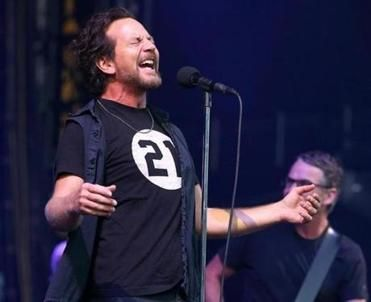 Pearl Jam includes personal touches, local surprises in sold-out ...