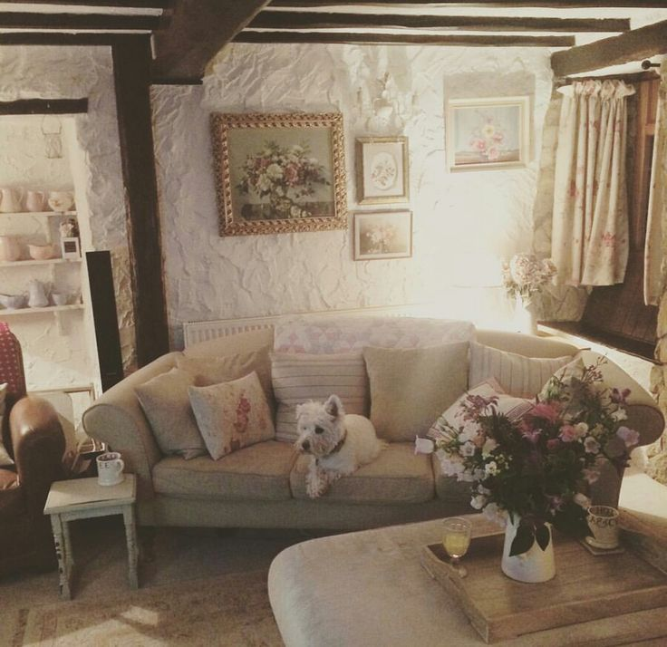 Shabby and charming a small and romantic cottage in the for Piccolo cottage inglese
