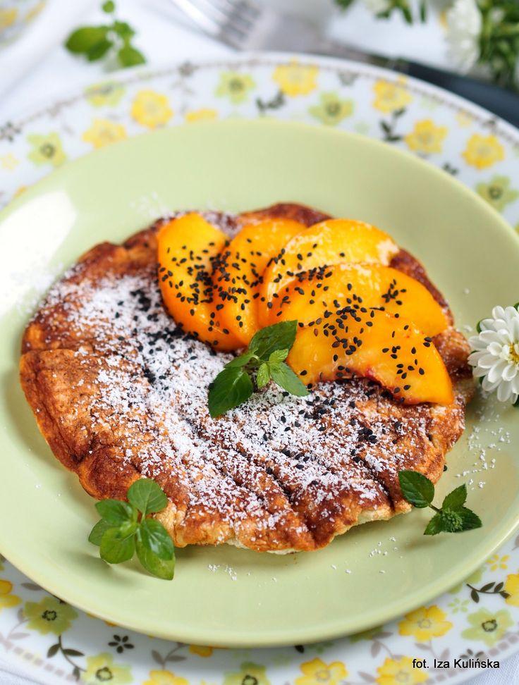 Smaczna Pyza: Śniadanie. Omlet z białek i płatków owsianych, z owocami