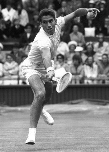 Manuel Santana | Santana, Manuel vann 1966 herr singeln över Dennis Ralston med 6-4, 11-9, 6-4.