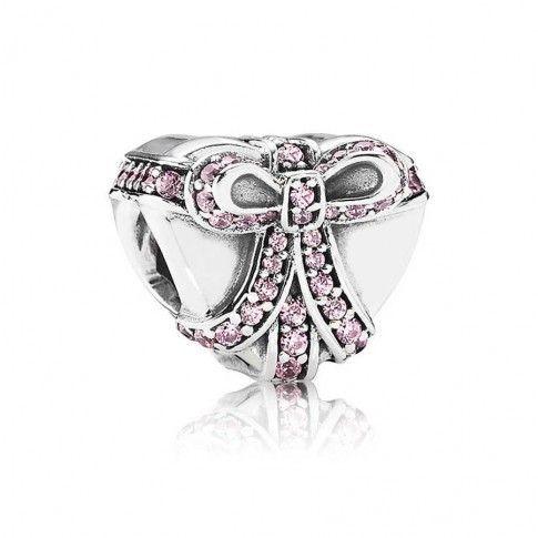 Pandora cadeau Hart bedel 791423PCZ , zilveren hartbedel met roze strik van zirkonia steentjes. https://www.timefortrends.nl/sieraden/pandora.html