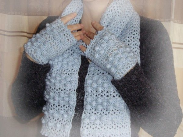 V-stitch and bobbles #crochet scarf and fingerless gloves pattern free from Handmade by Camelia