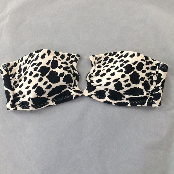 Printed bandeau bikini top Black and white animal print with sexy wire detail in center. Lightly lined. Size 4 runs small. Best for an A cup. Great condition. Worn once. Add to a bundle to get a discount on something more expensive and save on shipping! H&M Swim