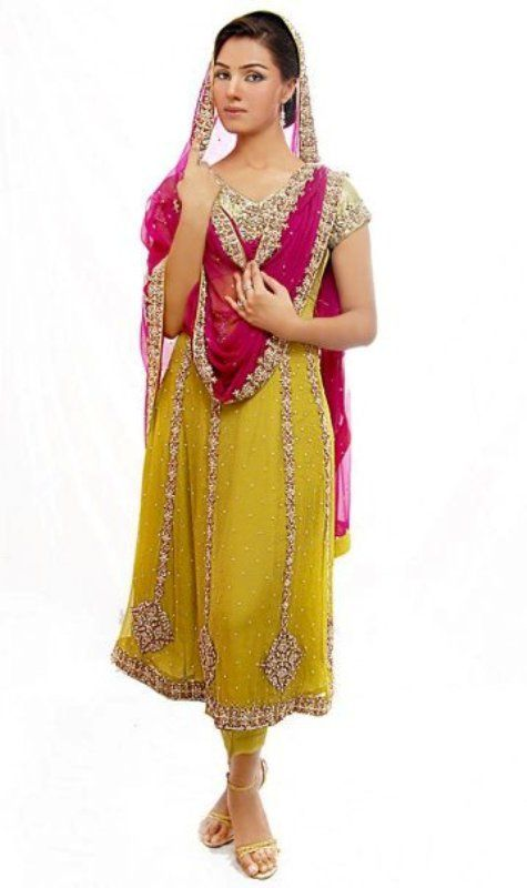 New style dresses for mehndi party