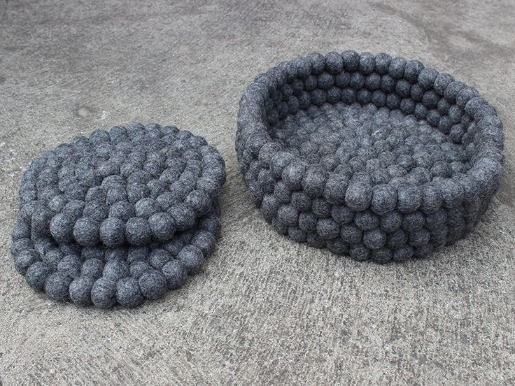 Unsere neue Farbkombination Natural Wool ist schon jetzt ein echter Klassiker und ist nun auch als Untersetzer erhältlich. Natural Wool ist zeitlos und elegant in naturfarben gehalten. Ob im Alltag oder zu festlichen Anlässen, die Untersetzer von Nepaldo verleihen Ihrem Tisch das besondere Etwas.