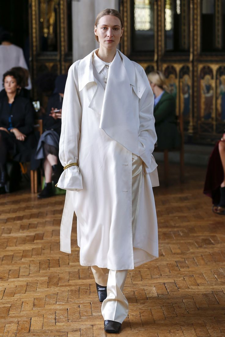 Sharon Wauchob Spring 2018 Ready-to-Wear Undefined Photos - Vogue