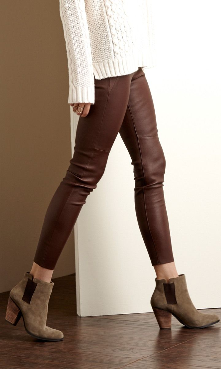No matter what season, the right pair of brown leggings can make your look complete. Whether worn under a dress, a tunic, or with a cute shirt, leggings look neat and stylish. A good pair of leggings can also be used as pajamas, workout clothes, or an extra layer under your pants when it's cold outside.