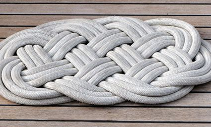 Braided Doormat | 36 Utterly Charming Nautical DIYs