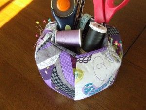Pincushion caddy I cannot wait to make this...via Sewing by Moonlight