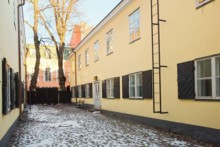 Uudessa kaupunginmuseossa on yleisötiloja noin 1600 neliömetriä. Lisäksi museo levittäytyy kolmelle tunnelmalliselle sisäpihalle, joista yksi on korttelin uumeniin kätkeytyvä Falkmanin piha. Kuva: Helsingin kaupunginmuseo / Marja Väänänen
