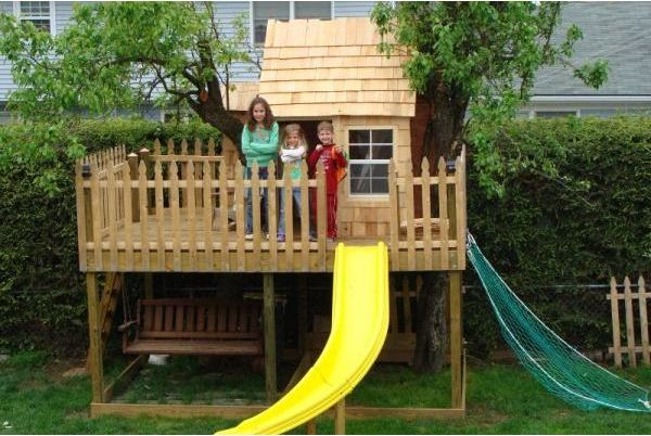 Cool treehouse with slide treehouse ideas pinterest for Cool backyard tree houses