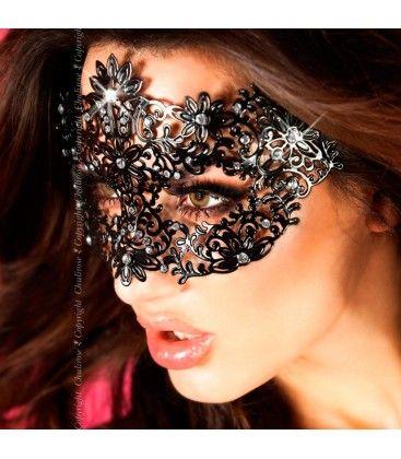 Sinta-se como uma verdadeira princesa num baile de máscaras veneziano e descubra o poder oculto que esta máscara tem sobre o seu parceiro. A intriga irá dominá-lo e ele desejará descobrir quem é que realmente se esconde atrás da misteriosa máscara. #masquerade #magic @eroticpt