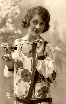 So sweetly beautiful! #vintage #1920s #fashion #women