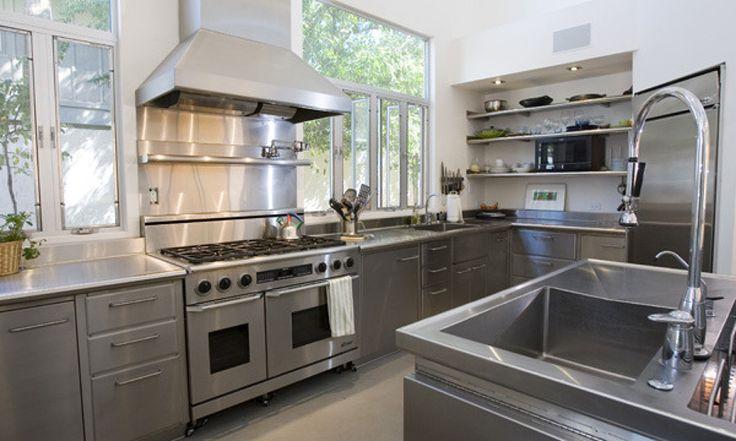 Pára tudo! rs... Como não bastava os eletrodomésticos e as bancadas, agora podemos ter toda a cozinha em inox! O aço inox é um mater...