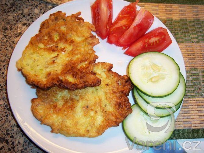 Rychlý recept na cuketovou chuťovku, nebo přílohu jako náhrada bramboráčků.