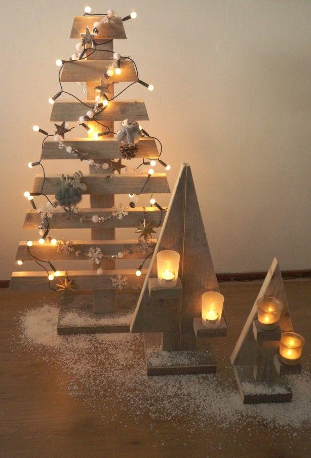Steigerhouten kerstboom. Kleine kerstbomen zijn leuk voor in de vensterbank. Gezien op SteigerhoutenMeubelshop