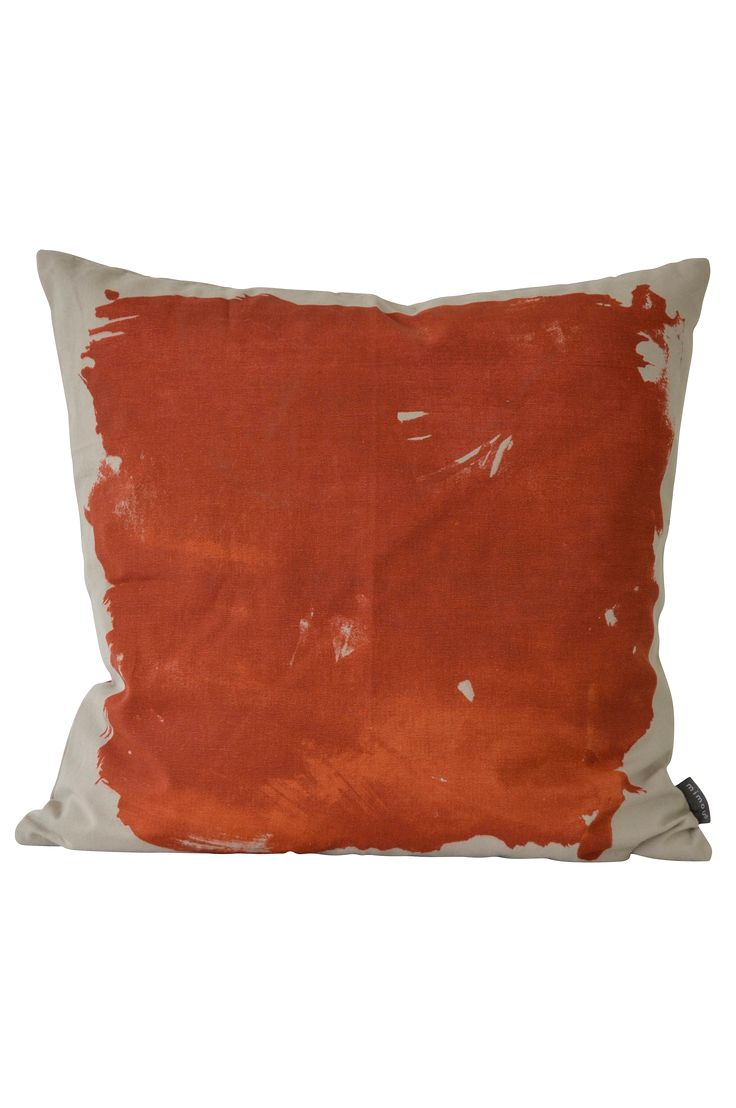 Dekorativ kudde som är tryckt och vävd för hand i bomull. Det vackra trycket i skiftande färger är ett rent hantverk och varje kudde är unik. Inklusive välfylld innerkudde av andfjäder. Alla Mimous innerkuddar är Oeko-Tex® certifierade, har bomullsöverdrag, fylls med andfjäder blandat med ca 10% anddun. Handvävd och handtryckt 100% bomull. Innerkudde: Bomullsöverdrag fylld med andfjäder, Oekotex certifierad. Skötsel: 30 grader skonsam maskintvätt eller försiktig handtvätt i kallt vatten…