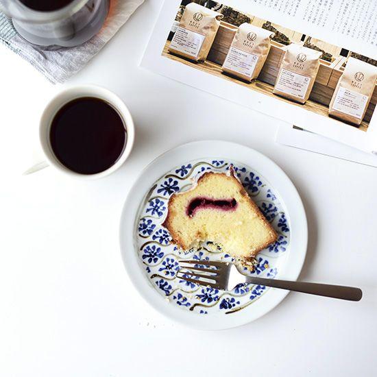 瀬戸焼/藍色花模様/プレート(直径約17cm) - 北欧雑貨と北欧食器の通販サイト  北欧、暮らしの道具店