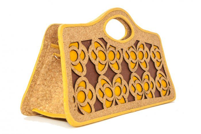 Side of #Ecochic handbag Farfalle. The #bag is made with #recycled #cork and #paper, resistant and waterproof. #Handmade in Italy.