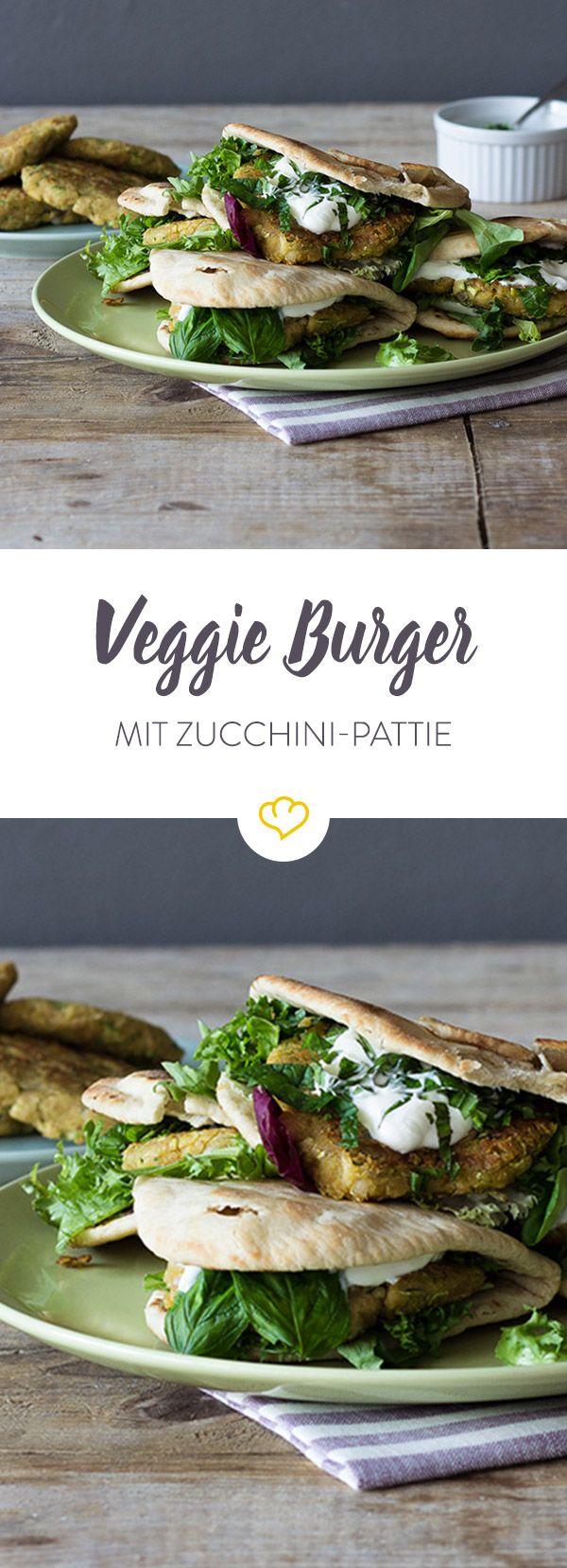 Diese Burger sind leicht, machen satt und lassen sich im Handumdrehen zubereiten - Zucchini und Kichererbsen sei Dank.