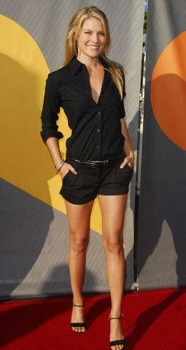 love this outfit for summer. Black and tan skin