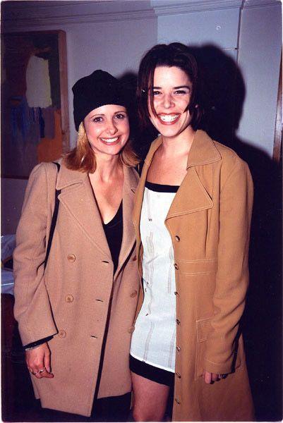 Sarah Michelle Gellar // Neve Campbell // 1990 horror girls // 90s style icons // fashion idols // buffy summers