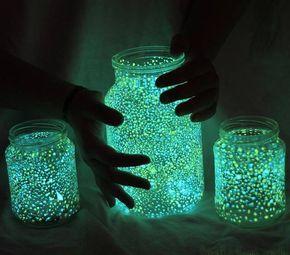 キャンプなどの就寝時に使える、メイソンジャーと蓄光ペイントで照明をDIY