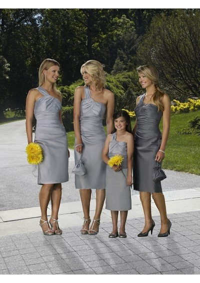 Bridesmaid and maid of honor same color different shard