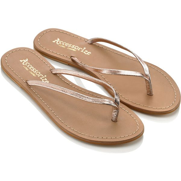 Accessorize Metallic Leather Flip Flops (53 BRL) ❤ liked on Polyvore featuring shoes, sandals, flip flops, flats, gold, genuine leather shoes, leather footwear, real leather shoes, leather flats and leather sandals
