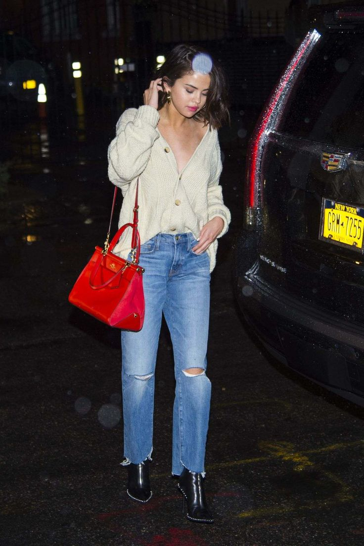 Selena Gomez Shopping At Citipups In New York