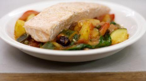 Eén - Dagelijkse kost - zuiderse groentestoofpot met zalmfilet