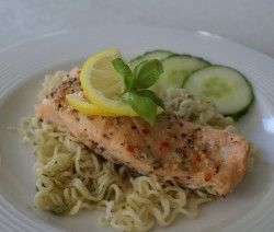 filetto di salmone e noodles
