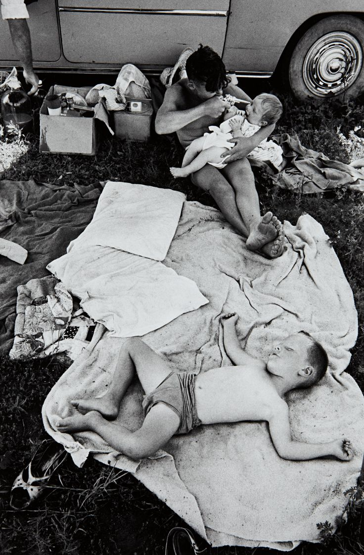 David Goldblatt, Picnic at Hartebeespoort Dam on New Year's Day
