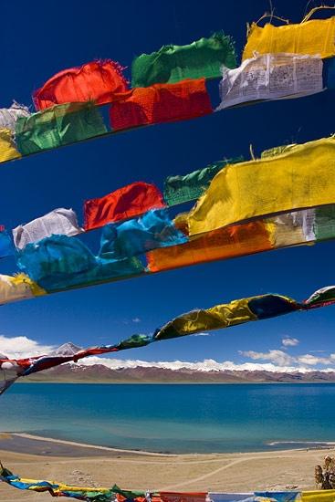 五色のタルチョ-青が空 白が雲 赤が火 緑が水 黄が大地を意味する祈祷旗-Tibet-