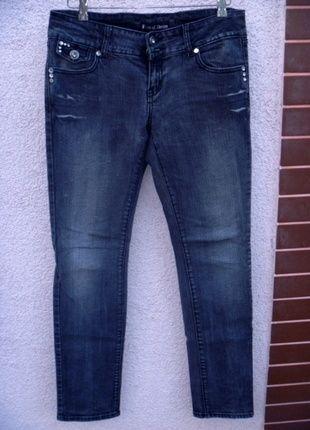 Kup mój przedmiot na #vintedpl http://www.vinted.pl/damska-odziez/dzinsy/9927680-szare-przecierane-jeansy-z-cyrkoniami-i-blyskotkami