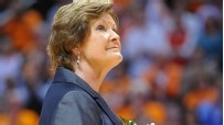 A fantastic woman that should be an inspiration to girls everywhere: Colleges Basketball, Pat Summitt Alzheimer, Coach Pat, Fantastic Woman, Tennessee, Head Coach, Coaches, 1 098 Win, Bball Coach